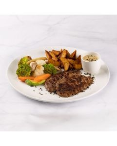 Grilled Fillet With a Selection of sauce mushroom / poivre /